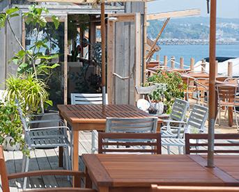 海風が心地よい江の島で楽しめる開放感